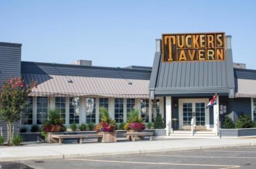 Tuckers Tavern: Best Restaurants in Long Beach Island